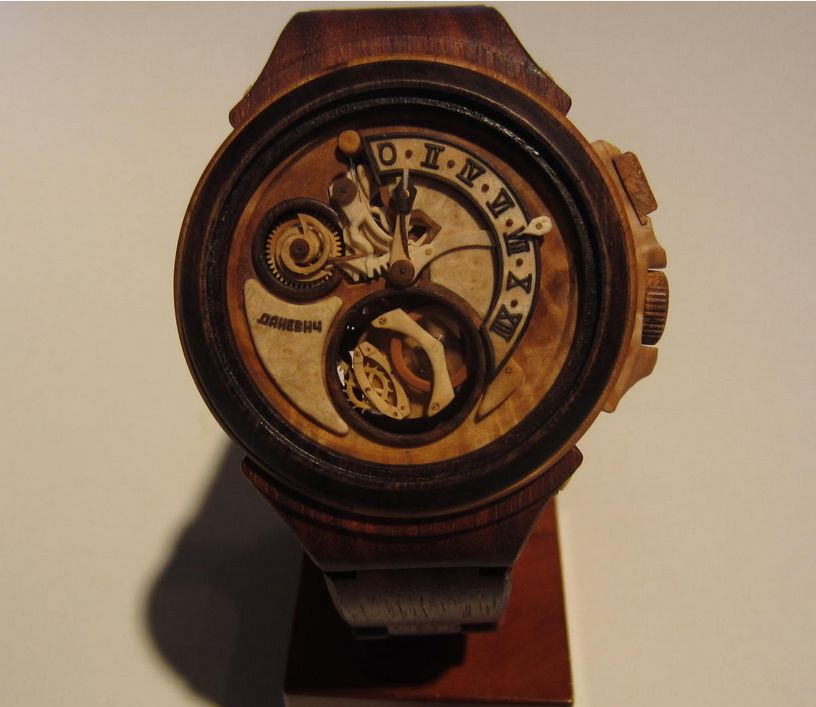 Danevych-wood-watch