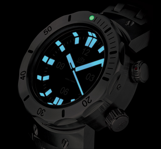 UTS 4000M Deep Dive Watch Lume